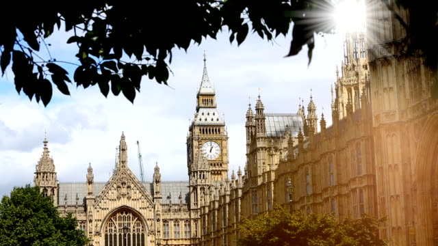 London-Westminster mit Sonne