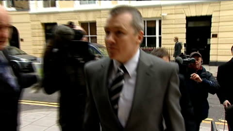 london: willy walsh arriving at tuc for talks with unite union leaders heathrow airport: ba aircraft taking off - 労働組合会議点の映像素材/bロール
