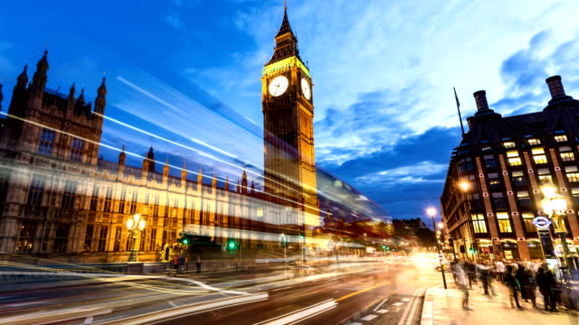 london with big ben at sunset, time lapse - autobus a due piani video stock e b–roll