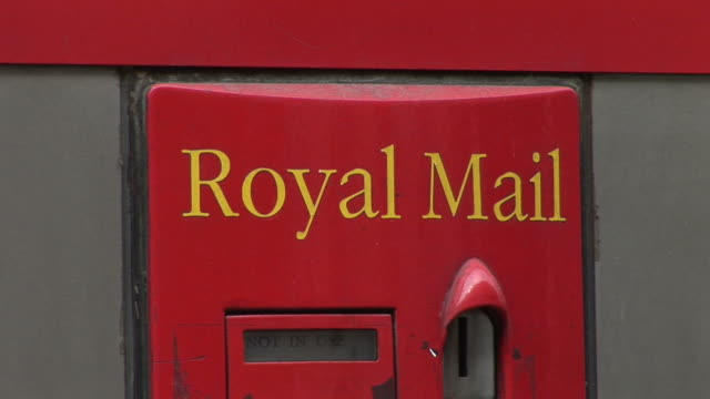 londonclose view of royal mail letterbox in london united kingdom - letterbox stock-videos und b-roll-filmmaterial