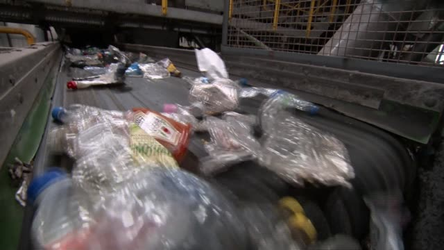 londoners welcome government plans to elimiate avoidable plastic england london plastic along on recycling centre conveyor belt - itv放送点の映像素材/bロール