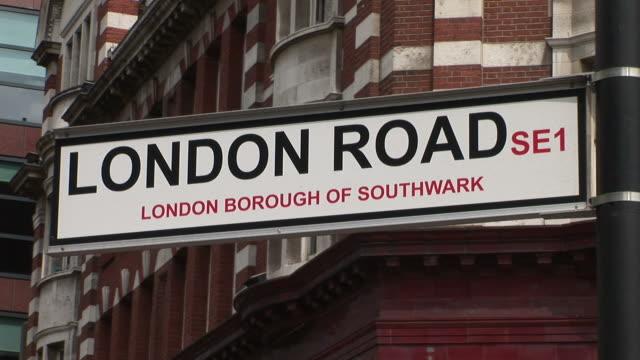 vídeos y material grabado en eventos de stock de londonlondon road se1 signboard in london united kingdom - street name sign