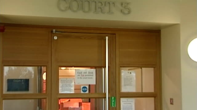 london's court system accused of failing to provide justice to victims of crime r01070706 / 172007 'court 3' sign on wall pull out high angle view of... - 被告人点の映像素材/bロール