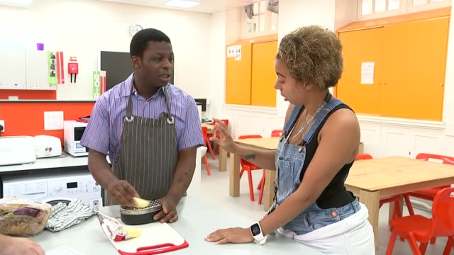 london's first college for adults with autism opens england london tottenham int akintade adebayo learning how to make cheese on toast by identifying... - 自閉症点の映像素材/bロール