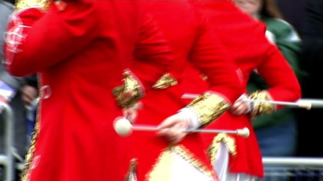 vídeos de stock, filmes e b-roll de london's new year's day parade more general views of new year's day parade - dia do ano novo