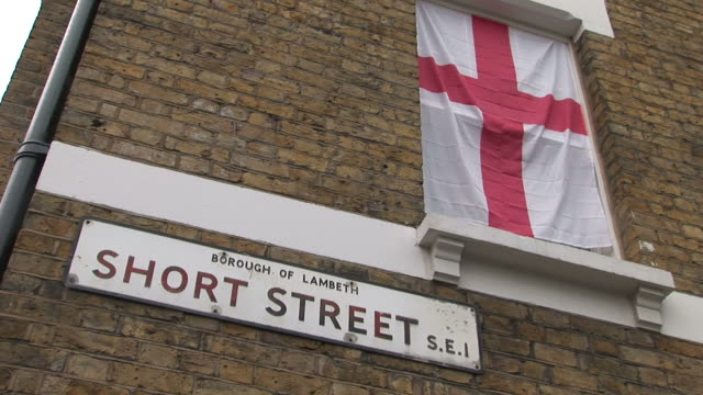 londonshort street sign and britain flag in london united kingdom - bandiera inglese video stock e b–roll