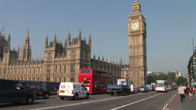 londonview of big ben clock tower in london united kingdom - ビッグベン点の映像素材/bロール