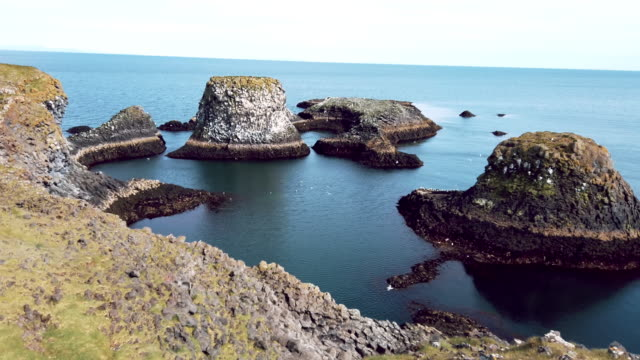 londrangar basalt klippen die rocky castle in snéfellsnes - snäfellsnes stock-videos und b-roll-filmmaterial