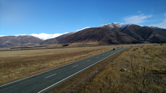 stockvideo's en b-roll-footage met lone auto snelweg tv advert - antenne