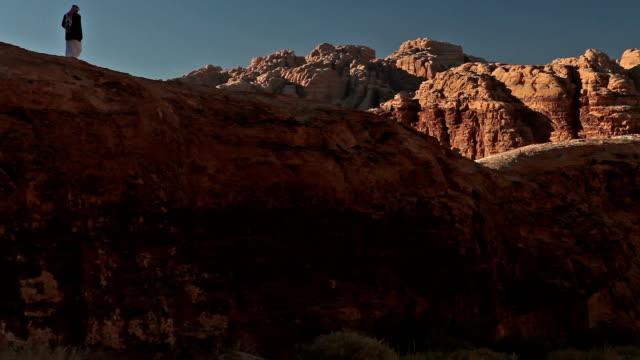 ローン 歩く、人 でワジラム、valley 月の,jordan - リドリー・スコット点の映像素材/bロール