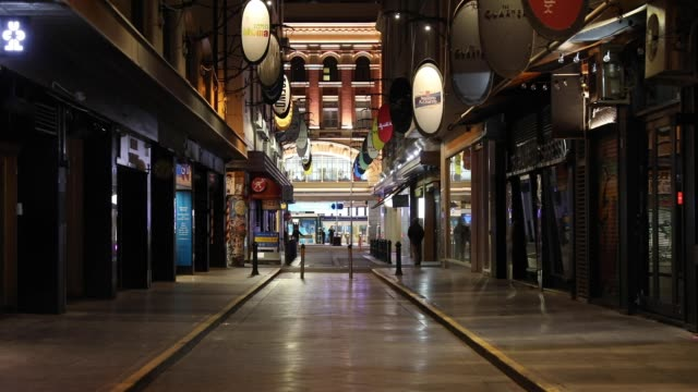 lone man walks down the usually popular laneway degraves street on september 09, 2020 in melbourne, australia. melbourne residents are currently... - lockdown stock videos & royalty-free footage