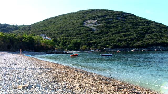stockvideo's en b-roll-footage met hd: lonely beach - cres kroatië