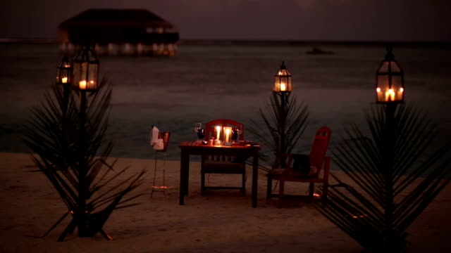 stockvideo's en b-roll-footage met lonely dining table on a beach - candlelight
