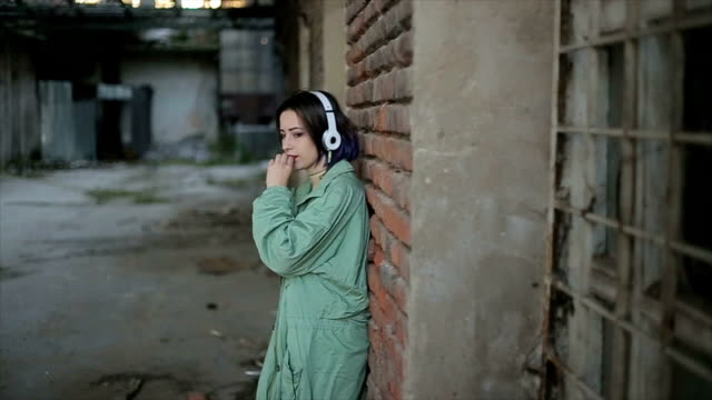 a lonely teenager listens to music - cinemanis videography stock videos & royalty-free footage