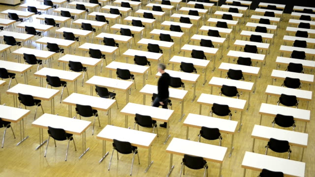 Loner in the examination room, Burn out, Time Lapse