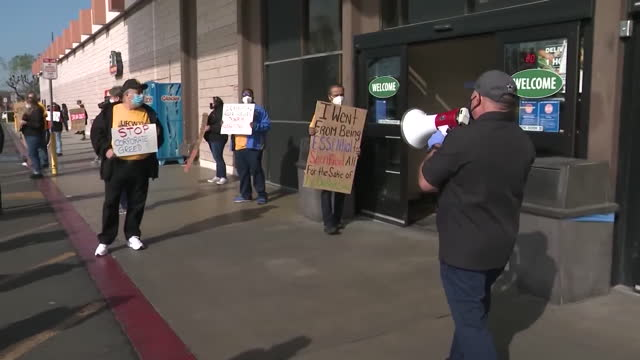 long beach, ca, u.s. - long beach grocery workers rally over planned closure of food 4 less, on thursday, february 4, 2021. ralphs blamed on city's... - long beach california stock videos & royalty-free footage