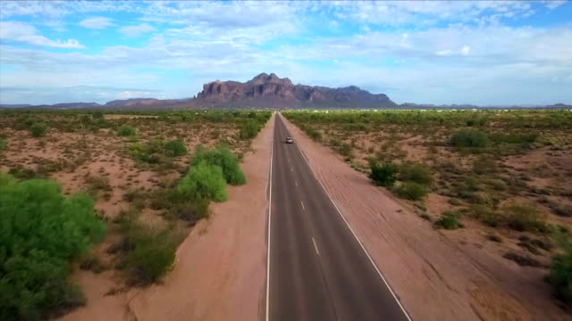 long desert road - gerade stock-videos und b-roll-filmmaterial
