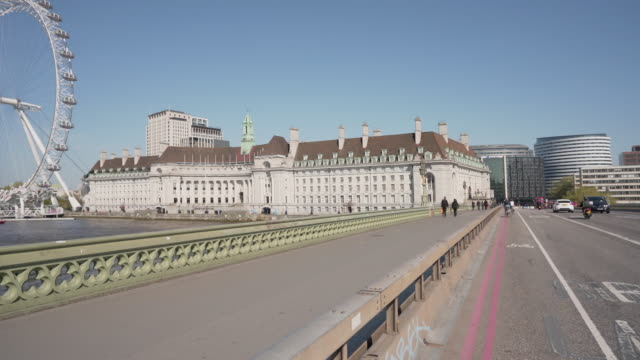 a long dolly shot over westminster bridge london - spring flowing water stock videos & royalty-free footage