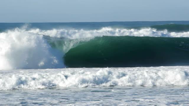 vídeos y material grabado en eventos de stock de hueco de vacío onda larga - pipeline wave
