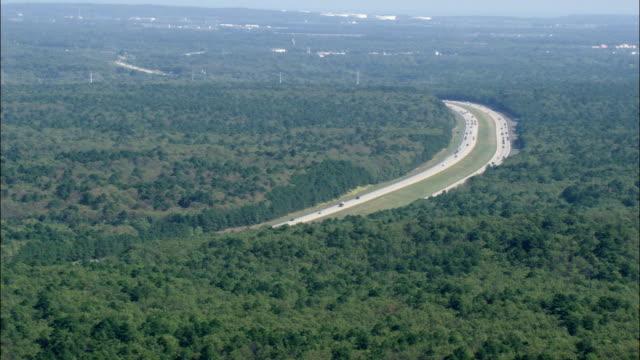 ロングアイランド高速道路 -航空写真-ニューヨーク州サフォーク郡、アメリカ合衆国 - ロングアイランド点の映像素材/bロール