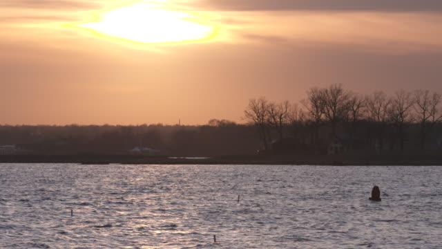 vídeos y material grabado en eventos de stock de long island sound sunset - vector