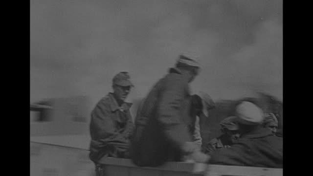 stockvideo's en b-roll-footage met long line of italian prisoners walking through desert, british soldier guarding them / two shots of long line of trucks carrying italian prisoners... - nazi vlag