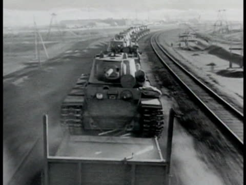long line of kv 1 heavy tanks on rapid moving freight train open countryside eastern front the great patriotic war wwii - artiglieria video stock e b–roll