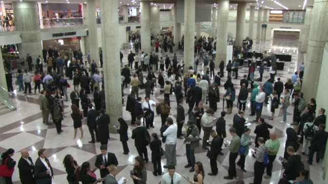 long lines form at the javits center as job seeker wait for the doors to open. interior the long lines wrapping around outside the main hall. putting... - 就職フェア点の映像素材/bロール