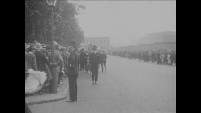 long queues of people outside lord's cricket ground in st john's wood, london, with spectators waiting for the gates to open prior to the 2nd ashes... - ashes test stock videos & royalty-free footage