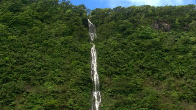 vídeos y material grabado en eventos de stock de long ribbon of waterfall - artbeats