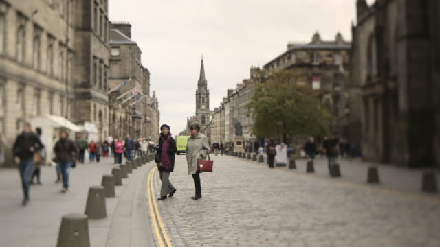 long shot across the royal mile in edinburgh. - royal stock videos and b-roll footage