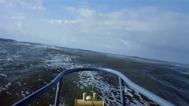 vidéos et rushes de long shot boat point of view bow of ship crashing over high waves in the pacific ocean / california - proue
