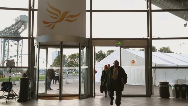 long shot, delegates entering the conference hall. the liberal democrat autumn conference began in glasgow on the 13th of september, where the leader... - ギフトショップ点の映像素材/bロール