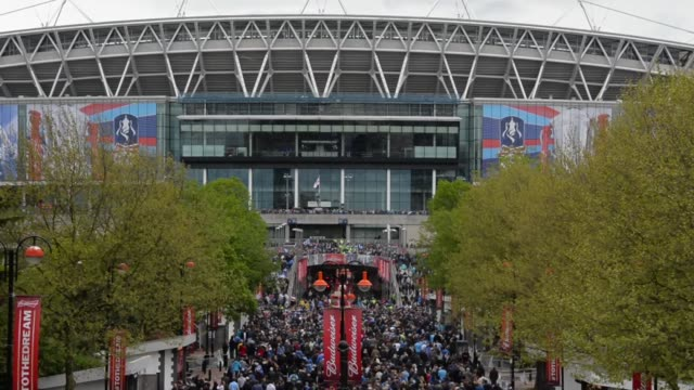 long shot, fans arriving at wembley stadium. manchester city v wigan athletic - fa cup final at wembley stadium on may 11, 2013 in london, england - semifinal round stock videos & royalty-free footage