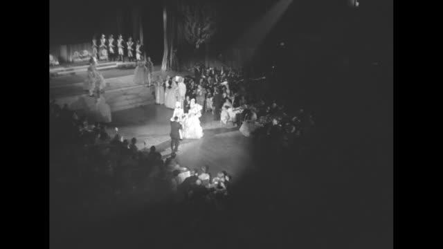 vídeos y material grabado en eventos de stock de long shot line of soldiers in 18th century costumes march to stage / cu noted fashion designer hubert de givenchy sitting at table talking / vs... - vestido tubo