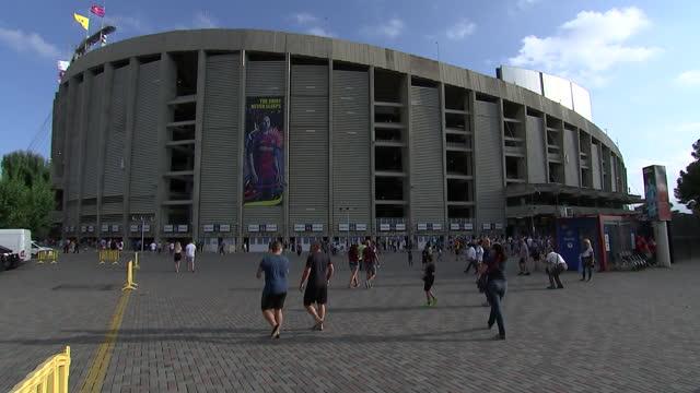 vídeos y material grabado en eventos de stock de long shot of barcelonaêfcêsoccer stadium - sport