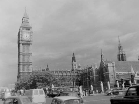 vidéos et rushes de long shot of big ben and the houses of parliament taken from parliament square 1966 - parlement britannique