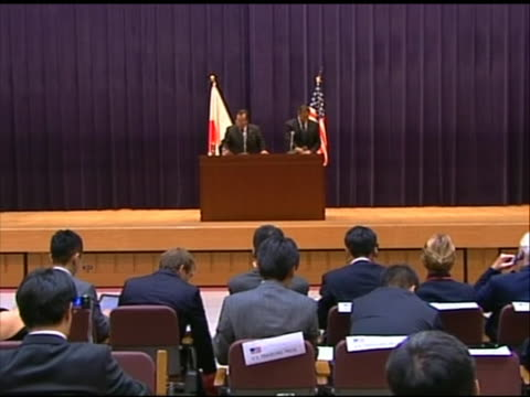 long shot of leon panetta at a press conference with japanese minister of defense yasuo ichikawa. this meeting took place in tokyo during panetta's... - united states and (politics or government)点の映像素材/bロール