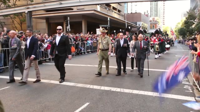 long shot of military bagpipe band passing by in parade. australians commemorate anzac day on april 25, 2013 in various cities, australia long shot... - anzac day stock videos & royalty-free footage