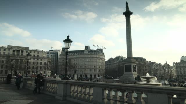 long shot of sightseers at trafalgar square, london. - trafalgar square stock-videos und b-roll-filmmaterial