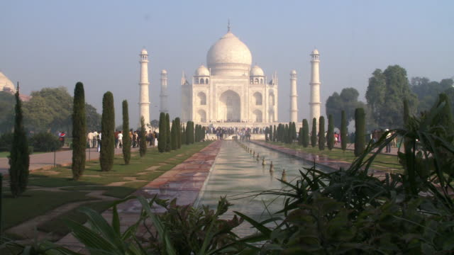 long shot of taj mahal, fountain and gardens - taj mahal stock videos and b-roll footage