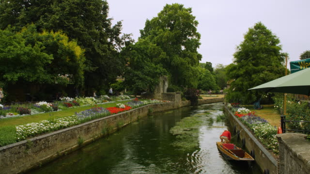 long shot of the beautiful river stour in canterbury. - lush stock videos & royalty-free footage