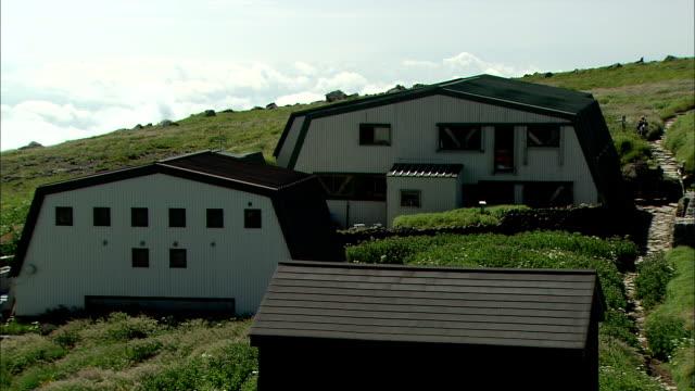 long shot of the mt. gassan summit lodge - 山小屋点の映像素材/bロール