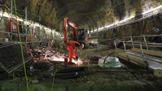 long shot of worker welding in crossrail tunnel work continues on the multi million pound crossrail project on april 24 2013 in london england long... - クロスレール路線点の映像素材/bロール