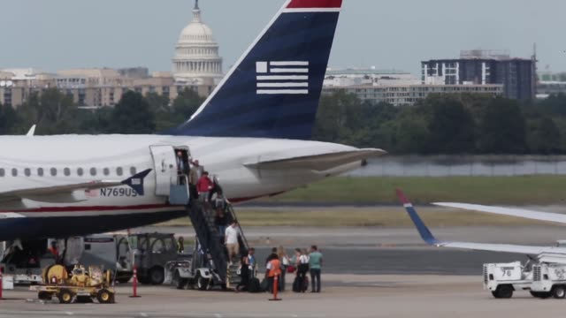 stockvideo's en b-roll-footage met long shot passengers disembark from a us airways aircraft at reagan national airport in arlington va august 16 2013 - us airways