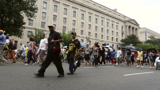 stockvideo's en b-roll-footage met long shot people march from capitol hill to the lincoln memorial before the start of the event 'let freedom ring commemoration and call to action'... - 50 jarig jubileum