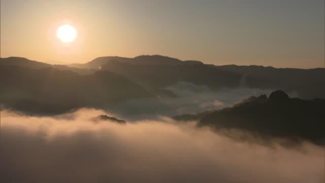 Long shot: Sea of clouds amid the mountains in the Ryogo-uchi area, Shizuoka, Japan