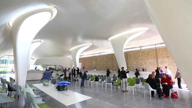 vídeos y material grabado en eventos de stock de long shot serpentine sackler gallery interior members of the public admire the redeveloped serpentine sackler gallery in hyde park on september 25... - instituto smithsoniano