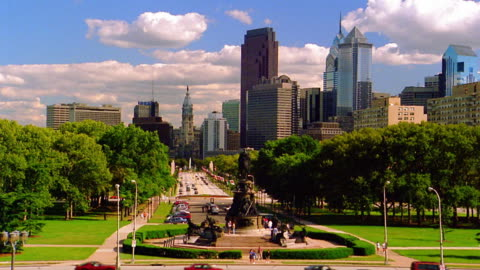 long shot statue in park of benjamin franklin parkway with skyscrapers in background / philadelphia, pennsylvania - philadelphia pennsylvania stock videos & royalty-free footage
