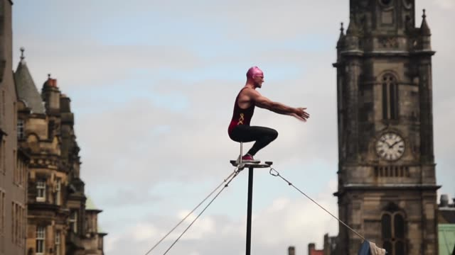long shot street acrobat performing street entertainers perform on edinburgh's royal mile during the city's festival fringe on august 21 2013 in... - performing arts event stock videos and b-roll footage
